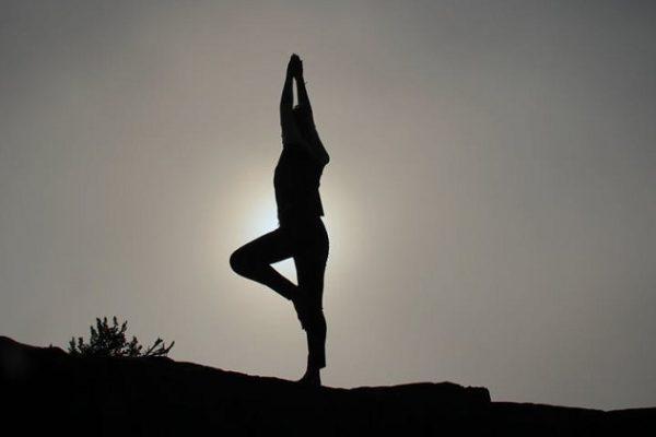 ᐅ Apprendre le Yoga seul : Mon guide pour tout savoir !