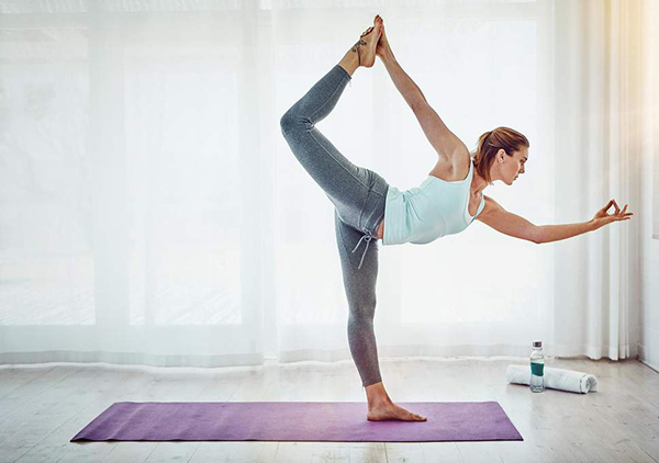 ᐅ Power Yoga vs Vinyasa : lequel choisir ? - 🧘 Yoga Meditation