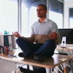 ᐅ Yoga au travail : faire du yoga au bureau ?