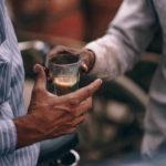 Les biscuits, le thé et la nature du Bhakti